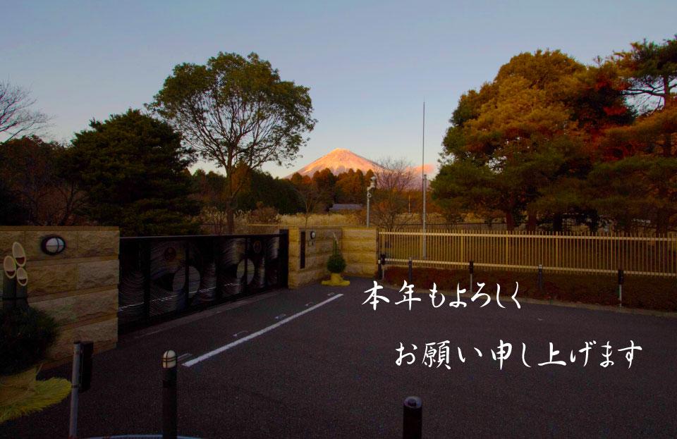 赤富士と正門1